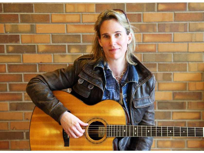 artist-lynne-hanson-photographed-in-ottawa-october-29-20142